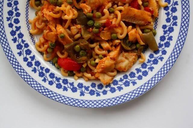 Mari Cocinillas - Fideuá de pescado y verduras