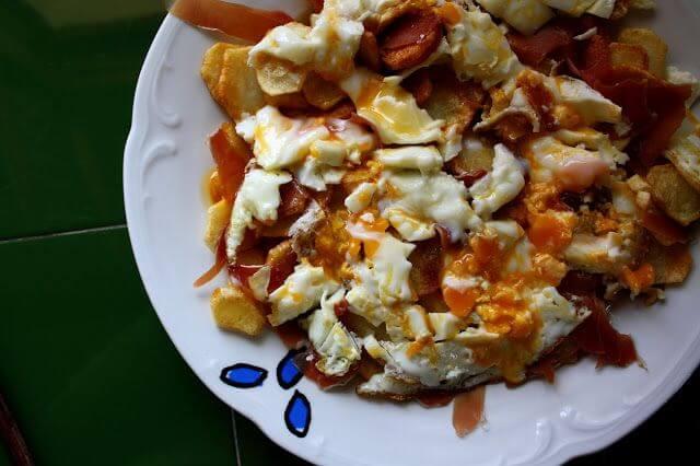 Mari Cocinillas - Huevos Rotos