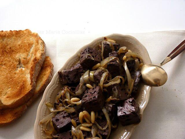 Mari Cocinillas - Sangre frita con cebolla