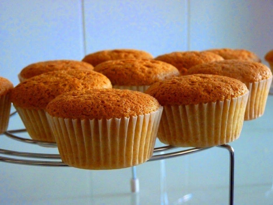 Mari Cocinillas - Receta básica de Cupcakes- Como hacer Bizcocho para Cupcakes fácil