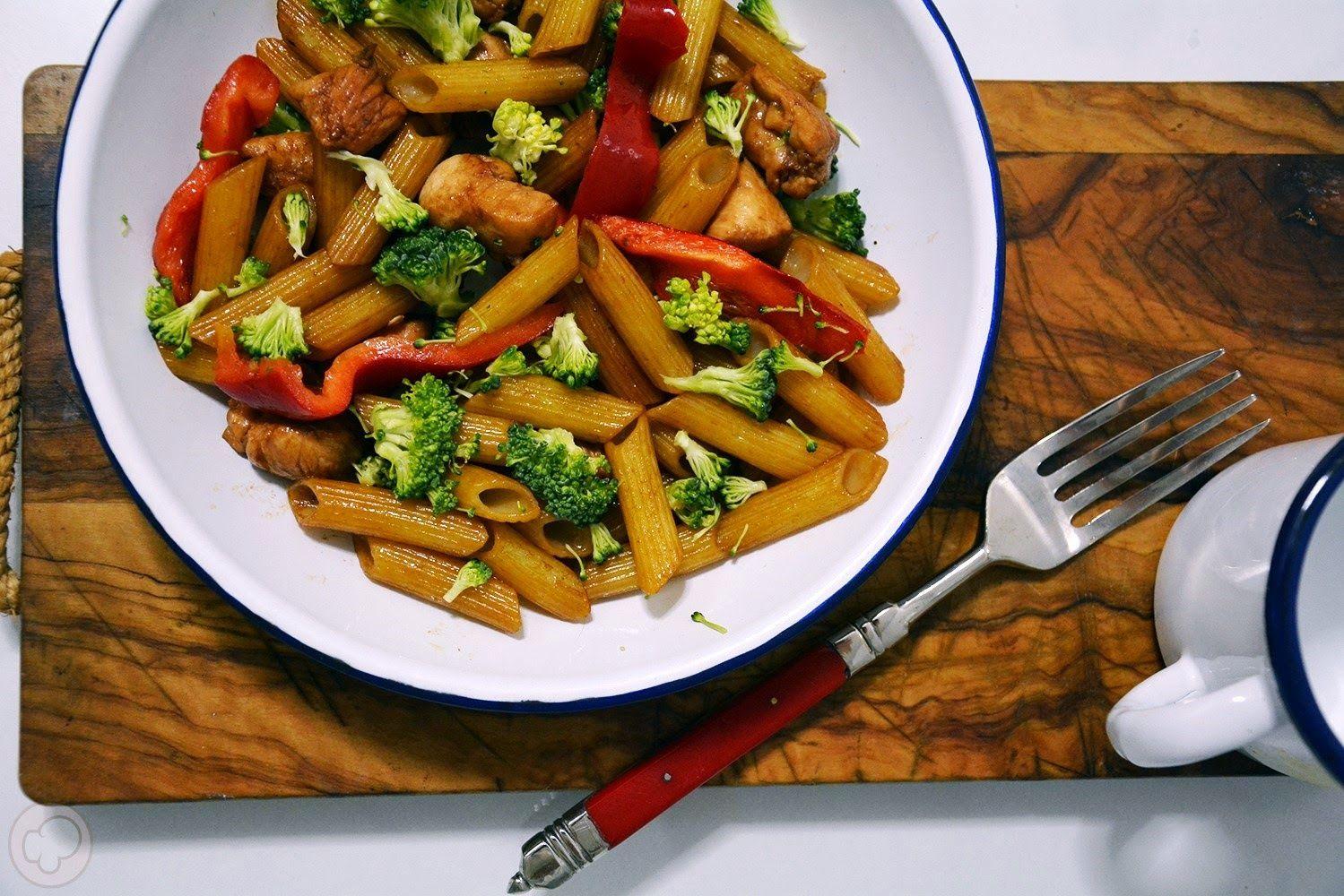 Macarrones sin gluten con pollo y verduras