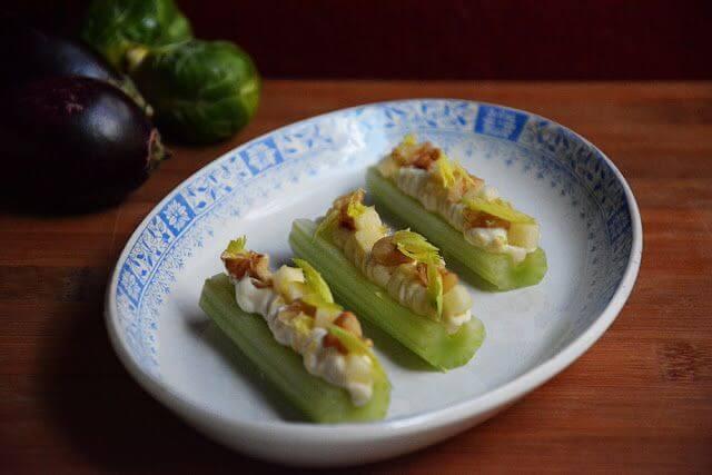 Mari Cocinillas - Canapé vegano de apio, tofu, manzana y nueces