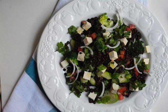 Mari Cocinillas - Ensalada de lentejas con tofu y verduras