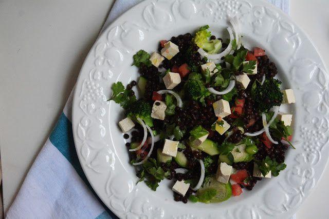 Ensalada de lentejas con tofu y verduras