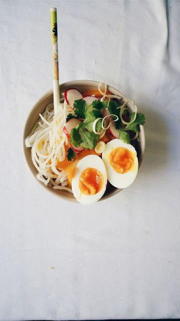 Noodles de arroz con verduras y huevo