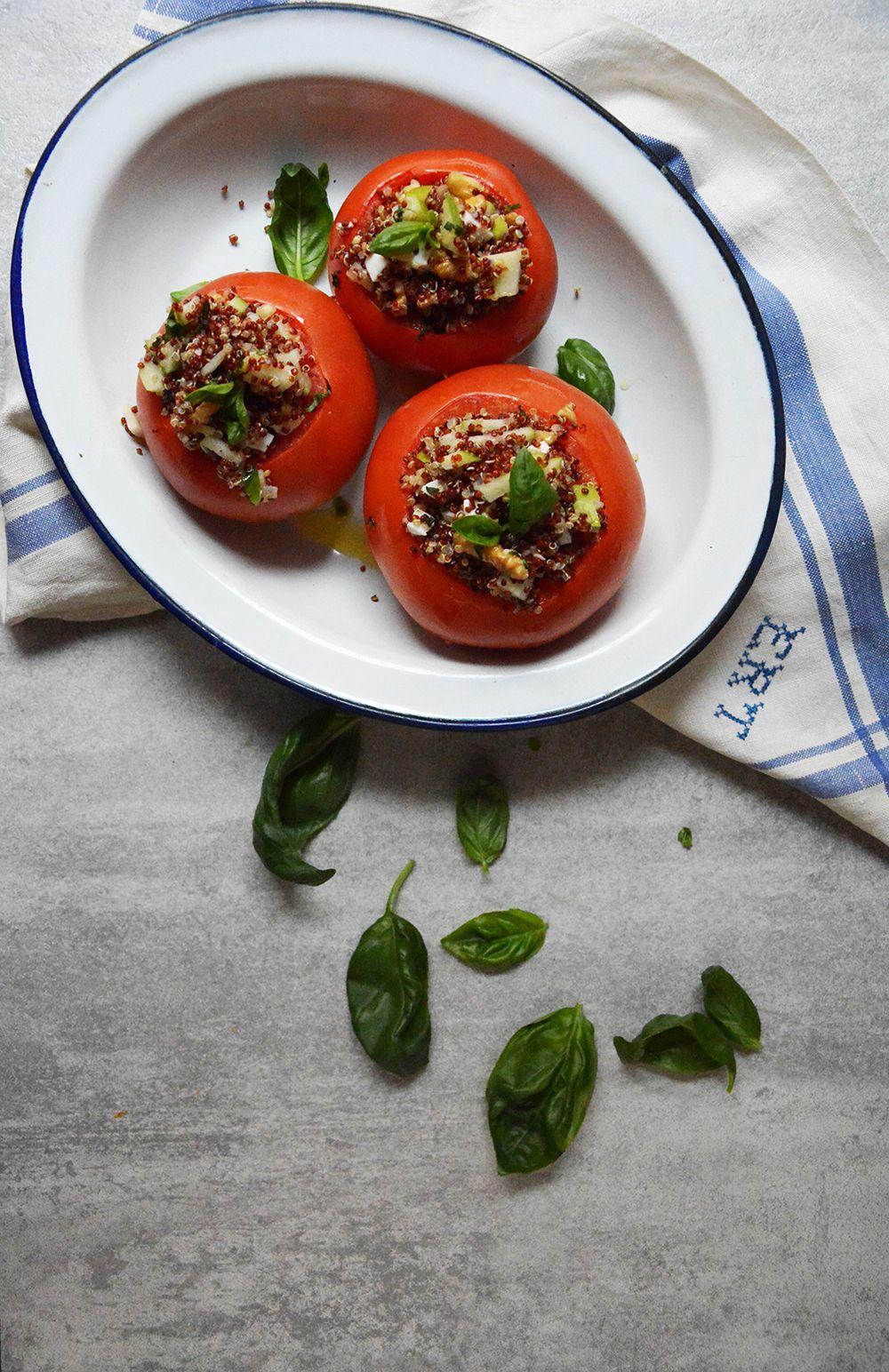 Tomates rellenos de ensalada de quinoa